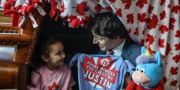 Justin Trudeau, primer ministro de Canadá, con Bella, su homóloga de cinco