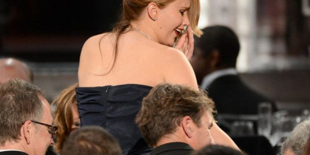 Descuidos de famosas: Jennifer Lawrence con vestido
