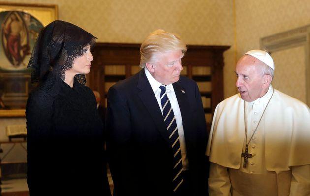 El escándalo del abrigo de más de 50.000 dólares de Melania Trump del que todo el mundo