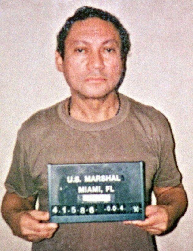 Fotografía de archivo del 4 de enero de 1990 del exdictador en una prisión de Florida,
