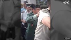 Militares, guardias y curas bailan una conga con el 'Que viva España' en