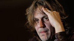 El músico Nacho Vegas indigna a muchos al tocar lo más sagrado para los