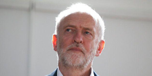 Los principales partidos británicos menos el UKIP suspenden la campaña tras el doble atentado en