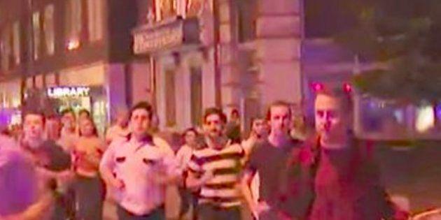 El hombre con su pinta de cerveza que se ha convertido en el símbolo del doble atentado en