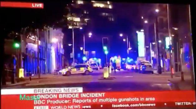 Una presentadora de la BBC pide a su reportero que se ponga