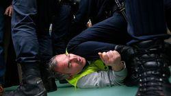 Cargas policias en Barajas durante la huelga de Iberia