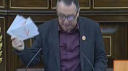 Compromís-Equo revienta ante Rajoy y le entrega cuatro sobres