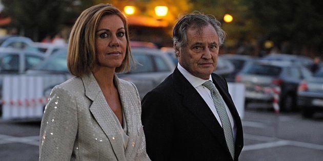 María Dolores de Cospedal y su marido, Ignacio López del Hierro, en la boda de Javier Maroto y Josema...