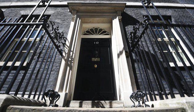 Reino Unido vota en unas elecciones plagadas de