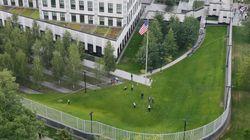 Un desconocido lanza un artefacto explosivo al interior de la embajada de EEUU en