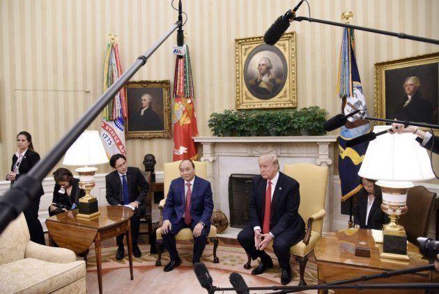 Donal Trump con el Primer Ministro vietnamita Nguyen Xuan Phuc en la Casa Blanca el pasado 31 de