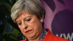 Los conservadores de May ganan con 317 escaños, pero pierden la mayoría