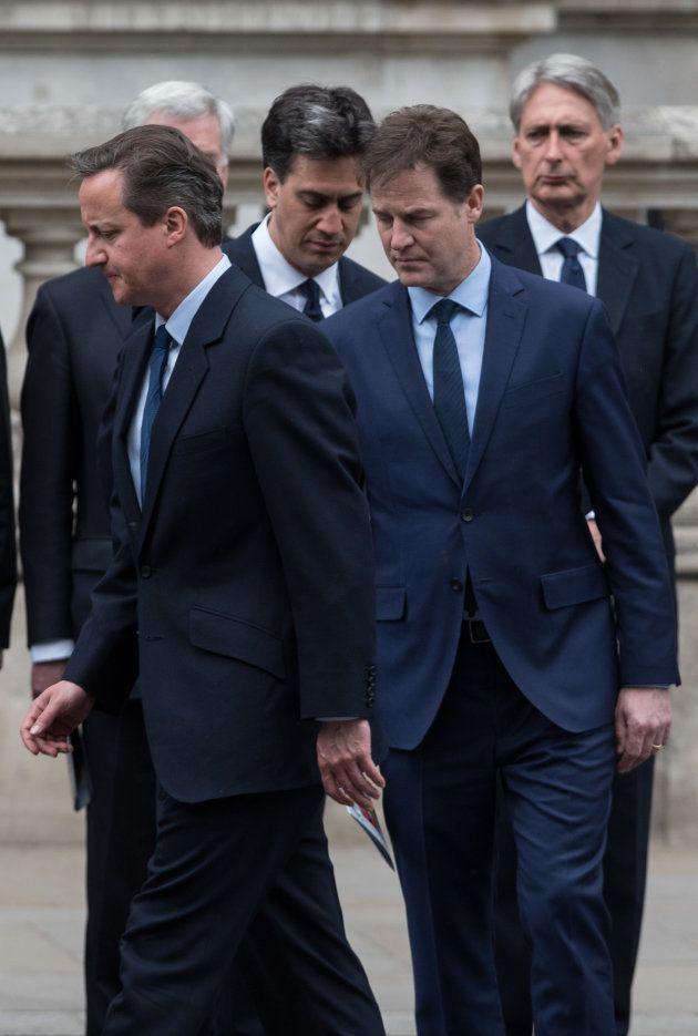 David Cameron (i) y Nick Clegg (d), de los Liberal