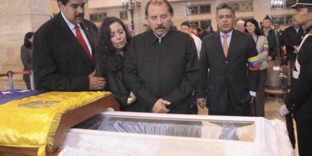 Chávez y otros 9 líderes mundiales, cadáveres exquisitos (y embalsamados) para la