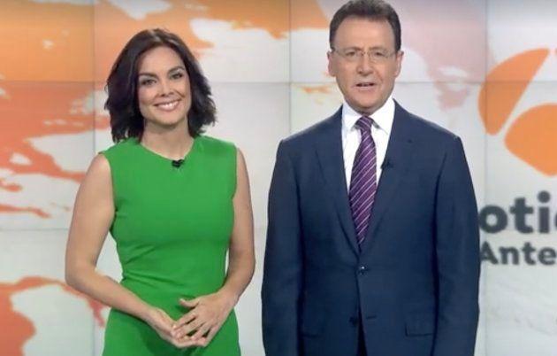 Mónica Carrillo se anima a contar su primer chiste en el informativo de Antena