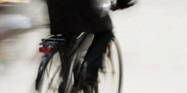 Los ciclistas urbanos, totalmente en contra de la próxima obligación de llevar casco en las