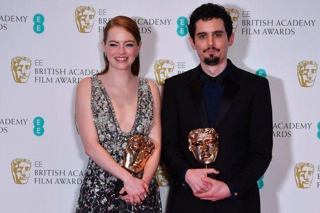 Emma Stone y Damien Chazelle con sus Baftas por 'La La Land' / AFP PHOTO / Ben STANSALL (Photo credit...