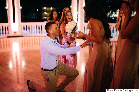 Esta novia organiza la pedida de mano de su mejor amiga en el día de su