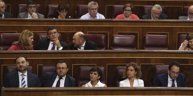 Diputados del PSOE siguen el discurso de