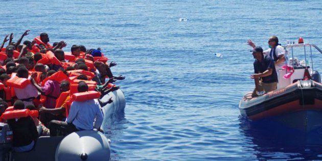 Las ONG que ayudan a refugiados en el Mediterráneo denuncian ataques de un grupo italiano de extrema