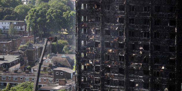 Londres (Inglaterra) - 15 de junio: la Torre Grenfell continúa