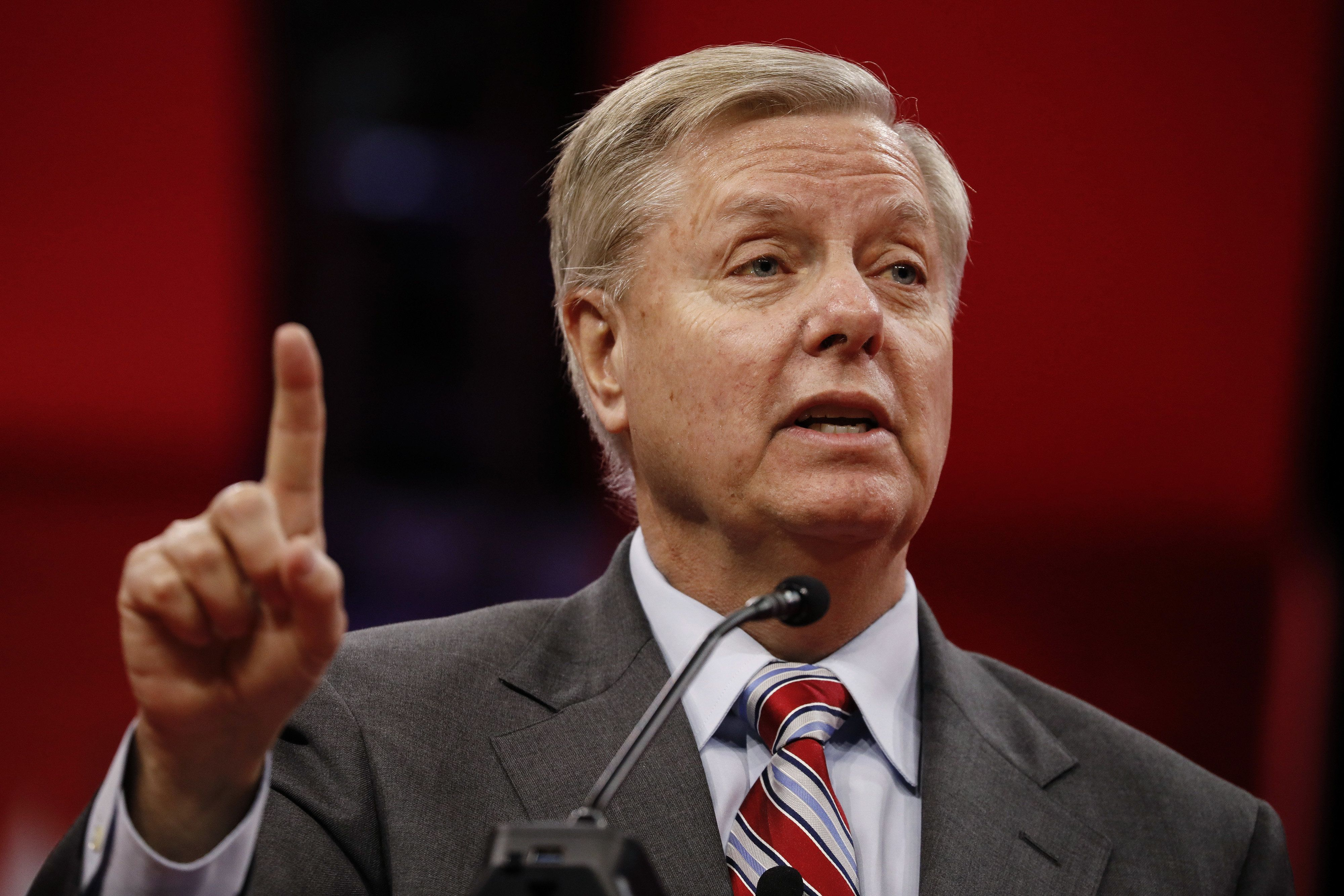 Lindsey Graham: Investigate Clinton's Emails Before Releasing Mueller Report