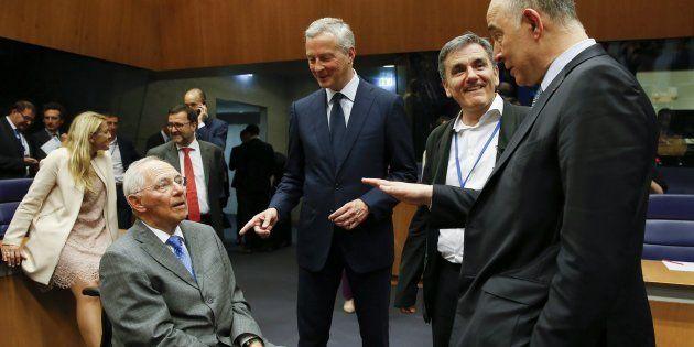 El responsable alemán de Finanzas, Wolfgang Sch�uble, su homólogo galo, Bruno Le Maire, el ministro...