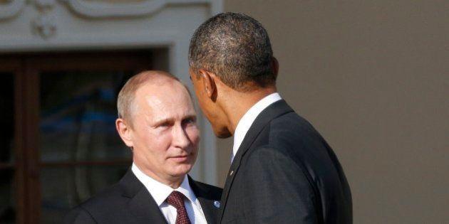 Obama llama a Putin para intentar una solución diplomática en Ucrania y le pide retirar las