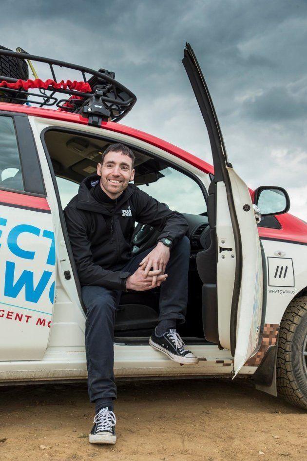 Conoce al hombre que conducirá un vehículo eléctrico durante más de 16.000
