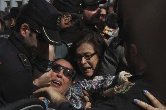 Isabel Pantoja, zarandeada a la salida de los juzgados (VÍDEO, FOTOS,