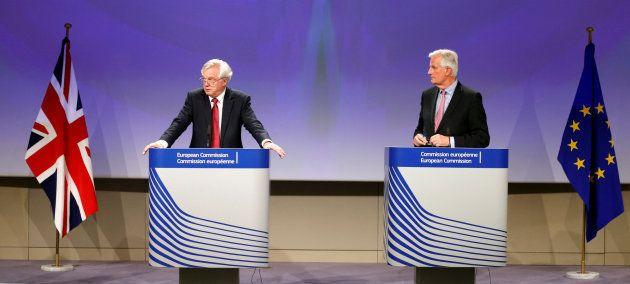 Los negociadores para el Brexit durante la rueda de