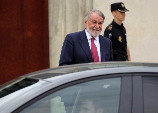 El exministro Jaime Mayor Oreja, a su salida tras declarar como testigo en el macrojuicio de la trama