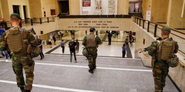 Soldados belgas desplegados esta mañana en la Estación Central de