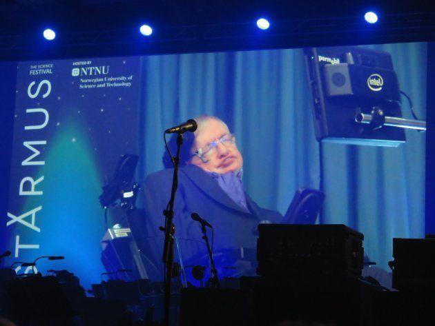 Stephen Hawking, durante su intervención en el Festival