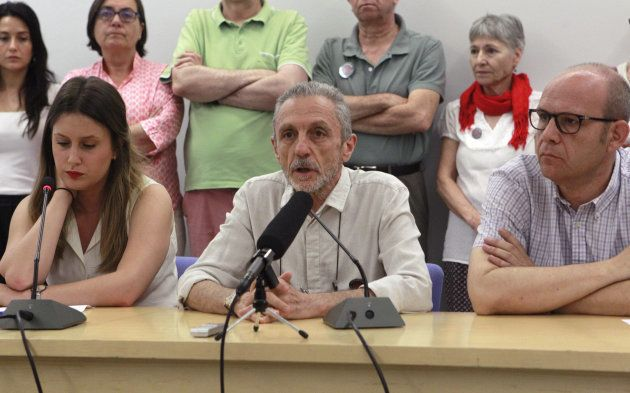 Luis Suárez-Carreño, junto a varios integrantes de la Coordinadora Estatal de Apoyo a la Querella Argentina...