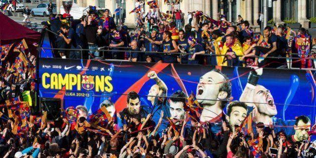 El Barcelona celebra la Liga por las calles de la ciudad