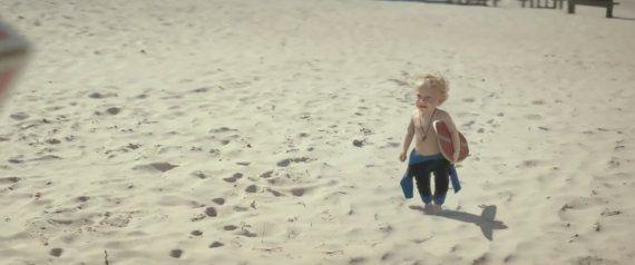 Este anuncio de bebés surferos es lo más tierno que vas a ver