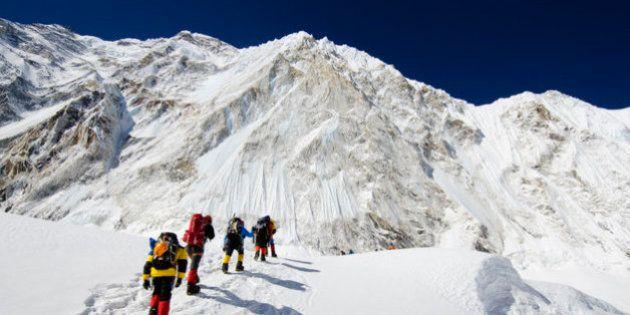 Nepal plantea prohibir el acceso al Everest a montañeros novatos por cuestiones de