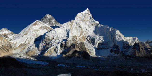 Los escaladores que suban al Everest deberán recoger y bajar ocho kilos de
