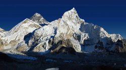Los escaladores que suban al Everest deberán bajar ocho kilos de