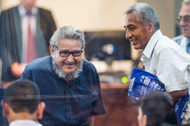 Abimael Guzman (i) and Florindo Eleuterio Flores 'Artemio' (d) llegan al juicio que se celebró contra...