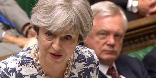 May expone en el Parlamento británico su plan para regularizar a los comunitarios en Reino