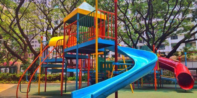 Detenidos tres jóvenes por practicar sexo en un parque infantil a plena luz del día en