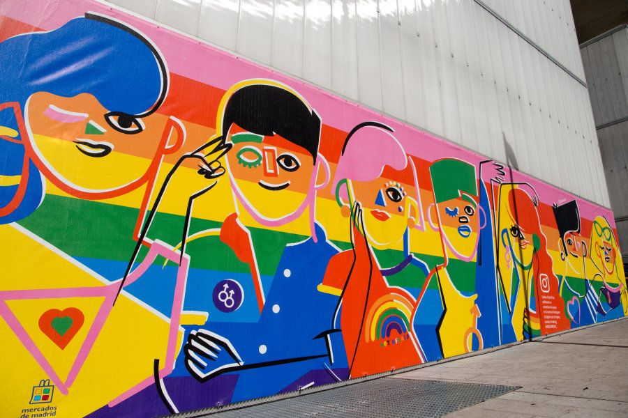 Un enorme y colorido mural por la igualdad LGTBI llega a Madrid con motivo del World