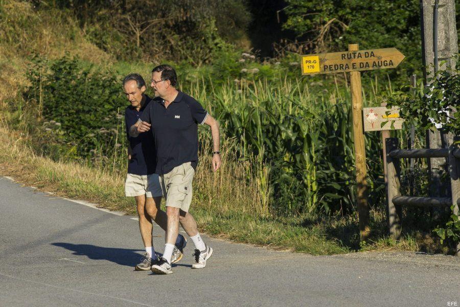 Las redes sociales sacan pecho con las fotos de Rajoy practicando senderismo