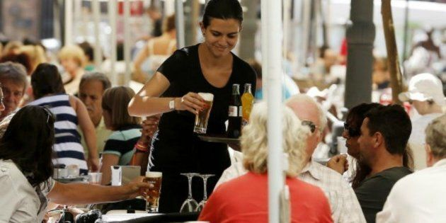 El salario más frecuente en España en 2015 fue de 1.178 euros brutos al mes en 14