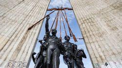 Valladolid derriba su monumento falangista más