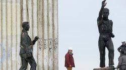 Desmontan en Valladolid un gigantesco monumento