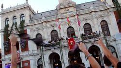 Lanzamiento de huevos contra el alcalde en el pregón de las fiestas de