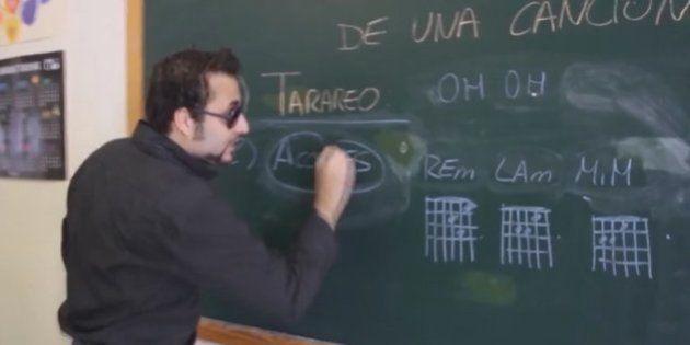 Análisis estructural de una canción comercial: Víctor Lemes canta las claves